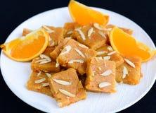 Indische Snoepjes - oranje burfi royalty-vrije stock foto