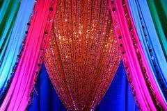 Indische stoffen bij huwelijk Stock Afbeeldingen
