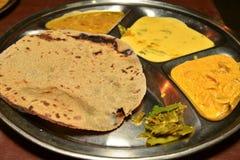 Indische thali in Rajasthan stock afbeeldingen