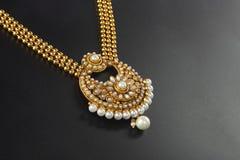 Indische Traditionele Gouden Halsband Royalty-vrije Stock Afbeelding