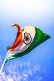 Indische Vlag die - hoog omhoog in de Lucht vliegen Royalty-vrije Stock Afbeelding