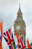 Indische vlag en Union Jack in het Parlement Vierkant, Londen Stock Afbeeldingen