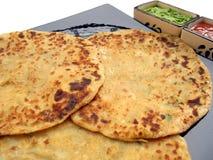 Indische voedsel-Aloo Paratha Royalty-vrije Stock Afbeeldingen