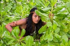 Indische vrouw in de wildernis stock foto