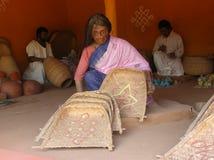 Indische vrouw in het standbeeld van de dorpsmarkt Royalty-vrije Stock Foto's