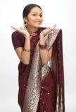 Indische vrouw met fijne handenuitdrukking Royalty-vrije Stock Afbeelding