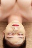 Indische vrouw met gezichtsmasker stock fotografie