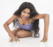Indische vrouwelijke modeltroep op studio witte achtergrond Stock Afbeeldingen