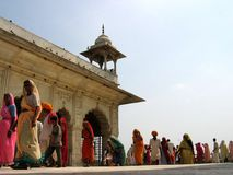 Indische vrouwen in Rood Fort stock afbeeldingen