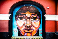 Indische vrouwengraffiti in Lima Stock Foto