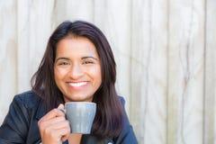 Indische vrouwenkoffie Royalty-vrije Stock Foto's