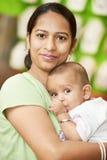 Indische vrouwenmoeder en kindjongen royalty-vrije stock afbeeldingen