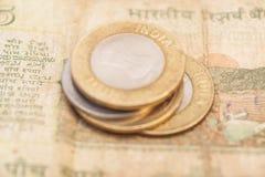 Indische Währungs-Rupien-Banknoten und Münzen Lizenzfreie Stockbilder