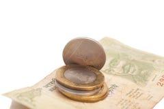 Indische Währungs-Rupien-Banknoten und Münzen Stockfoto