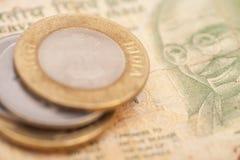Indische Währungs-Rupien-Banknoten und Münzen Lizenzfreie Stockfotografie
