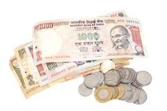 Indische Währungs-Rupien-Banknoten und Münzen Stockbild