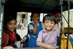 Indischer Art-Schulbus in Kerala Lizenzfreie Stockbilder