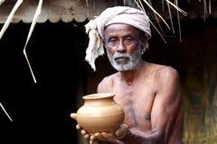 Indischer Dorf-Töpfer Stockfotografie