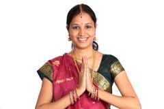 Indischer Frauengruß NAMASTE Stockfotos