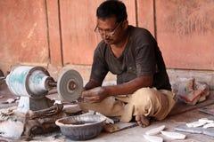 Indischer Handwerker bei der Arbeit in Taj Mahal, Agra, Indien Stockfoto