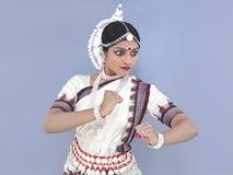 Indischer klassischer weiblicher Tänzer Lizenzfreies Stockbild