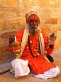 Indischer Mann, der Blumen verkauft Stockfoto