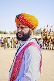 Indischer Mann im Trachtenkleid teilnehmend an Herrn Desert Competition Stockfotos