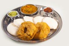 Indischer Nahrungsmittelteller (vade und untätig) Stockfotografie