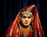 Indischer Schauspieler, der tradititional Kathakali-Tanzdrama durchführt Lizenzfreie Stockfotos
