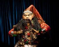 Indischer Schauspieler, der tradititional Kathakali-Tanzdrama durchführt Lizenzfreie Stockfotografie