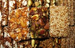 Indischer Sesam, Pistazien und Nuts Bonbons Stockfoto