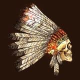 Indischer Stammes- Kopfschmuck mit dem Schädel Stockfotografie
