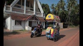Indischer StraßenEiscremeverkäufer stock footage