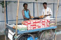 Indischer Straßennahrungsmittelverkäufer Stockbilder