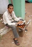 Indischer Straßennahrungsmittelverkäufer Lizenzfreies Stockfoto