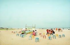 Indischer Strand mit einem lokalen Kaffee Lizenzfreies Stockfoto