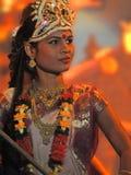 Indischer Tänzer führt klassischen Tanz durch Stockfotografie