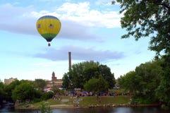 Indischer themenorientierter Heißluft-Ballon nimmt Flug Lizenzfreies Stockbild