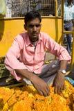 Indischer Verkäufer der Blumen. Lizenzfreie Stockfotografie
