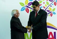 Indischer Vizepräsident Hamid Ansari grüßt venezolanischen Präsidenten Nicolas Maduro Lizenzfreies Stockbild