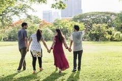 Indisches Ethnie-Park-Gesellschafts-Freund-Konzept lizenzfreies stockbild