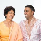 Indisches Familiengespräch stockbild