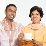 Indisches Familienporträt lizenzfreies stockfoto
