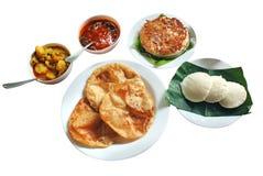 Indisches Frühstück u. Mittagessen - dosa, idli, poori, Sambar Stockfotografie