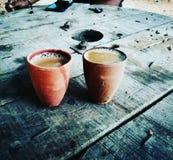 Indisches Getränk Chai in den Tongefäßen lizenzfreie stockfotografie