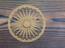 Indisches Hennastrauchpulver in Form von Ashoka Chakra Stockbilder