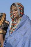 Indisches junges Mädchen auf Zeit Pushkar-Kamel Mela, Rajasthan, Indien, Abschluss herauf Porträt stockfotos