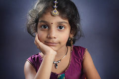 Indisches kleines Mädchen lizenzfreies stockbild