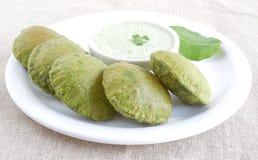 Indisches Lebensmittel palak oder Spinat poori Stockbilder