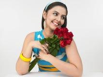 Indisches Mädchen mit Rosen Stockfotografie